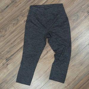 Old Navy maternity S active workout capri leggings